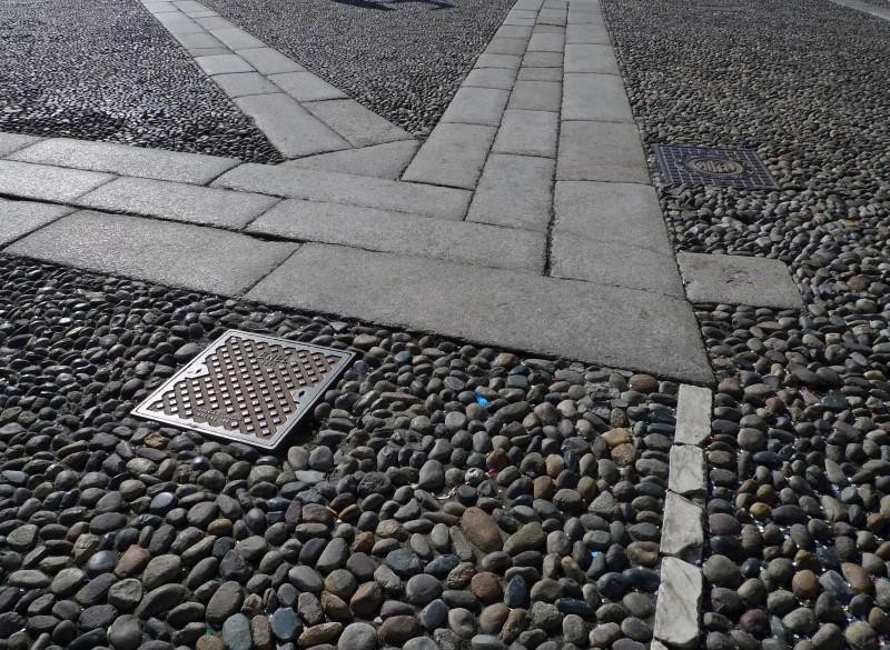 L�impero delle pietre: Lodi